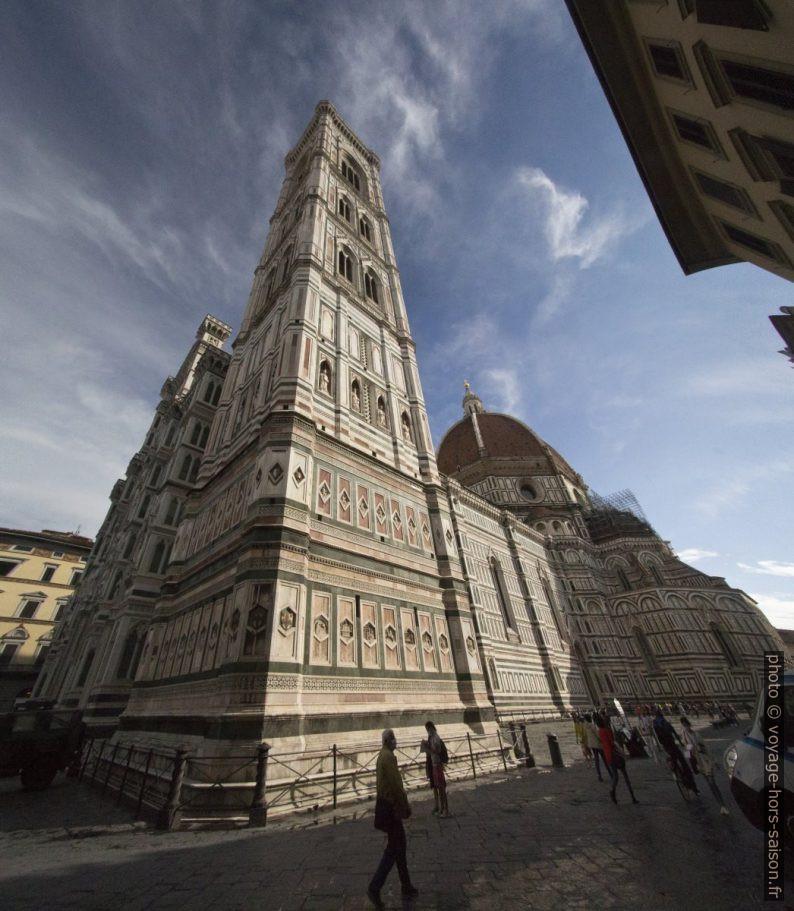 Le Campanile de Giotto devant la cathédrale de Florence. Photo © André M. Winter