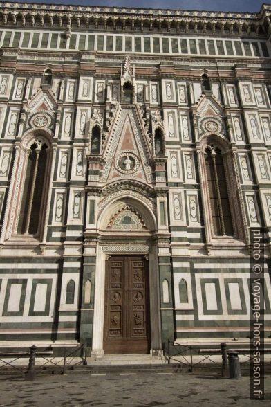 Porte de la façade sud de la cathédrale de Florence. Photo © André M. Winter