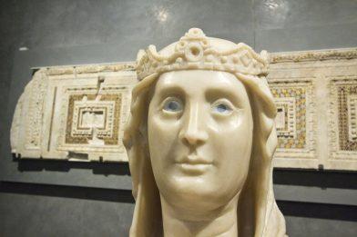Copie de Marie aux yeux en verre par Arnolfo di Cambio. Photo © André M. Winter