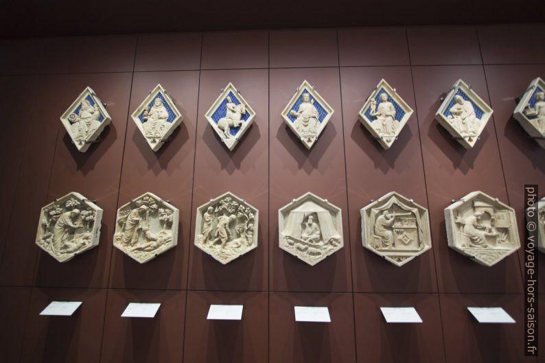 Reliefs hexagonaux et en losanges du campanile de Giotto. Photo © André M. Winter