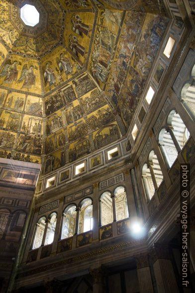 Mosaïque et arcades du Baptistère de Florence. Photo © André M. Winter