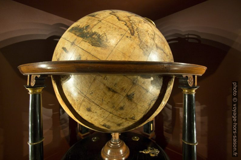 Globe terrestre de Willem Janszoon Blaeu, vers 1630. Photo © André M. Winter