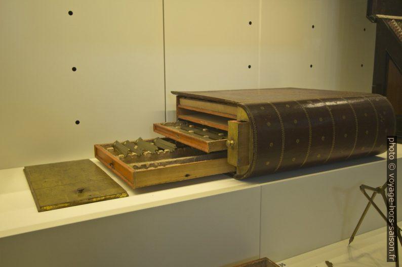 Casette per strumenti matematici, Roma fine 17. sec.. Photo © André M. Winter
