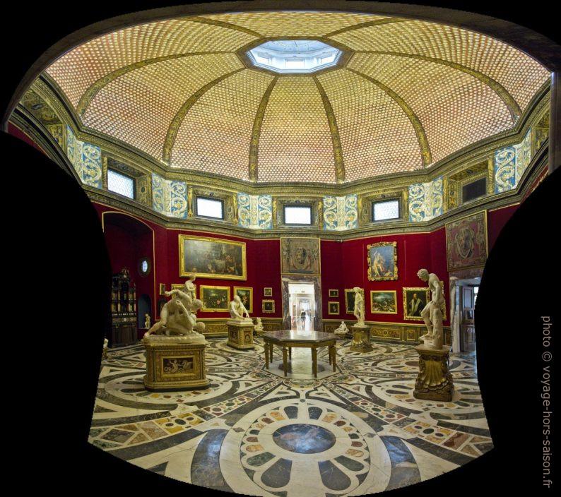 La salle octogonale la Tribuna degli Uffizi. Photo © André M. Winter