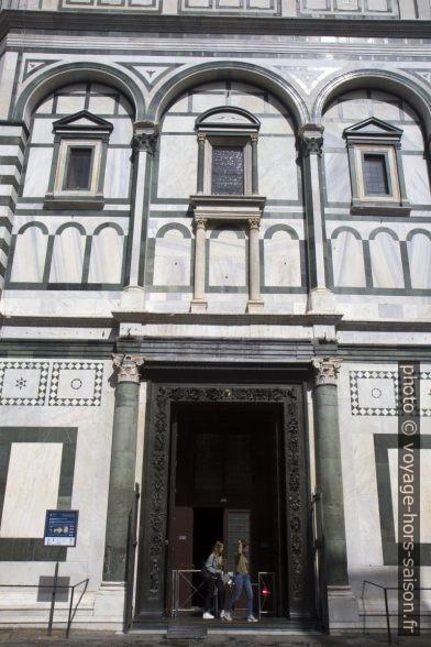 La porte sud Baptistère Saint-Jean de Florence ouverte. Photo © Alex Medwedeff
