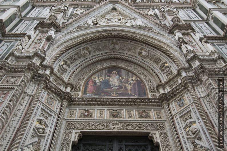 Décor de la porte principale de la cathédrale de Florence. Photo © André M. Winter