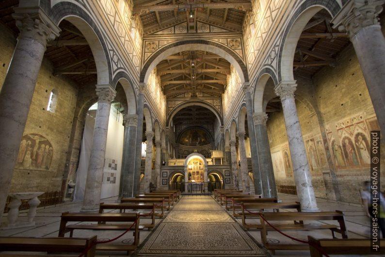 La nef de la Basilique San Miniato al Monte. Photo © André M. Winter