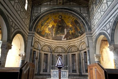 Christ pantocrator en mosaïque de l'abside dans la Basilique San Miniato al Monte. Photo © André M. Winter