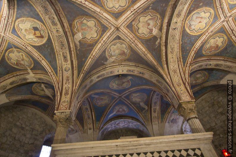 Voûtes peintes de la crypte de San Miniato al Monte. Photo © André M. Winter
