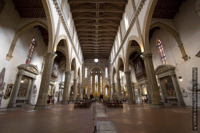 Colonnes et toit de la nef de la Basilica di Santa Croce. Photo © André M. Winter