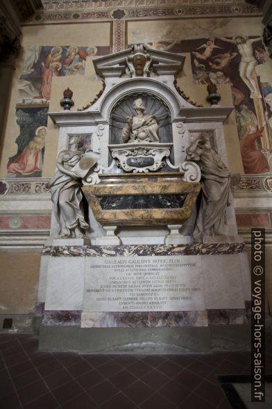 Monumento funebre di Galileo nella Chiesa di Santa Croce. Photo © André M. Winter