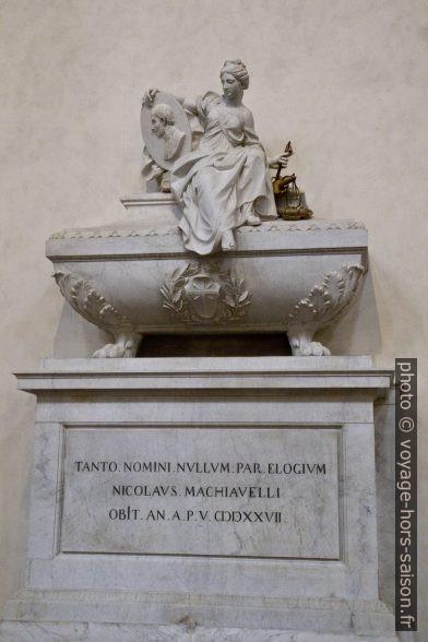Monumento funebre di Niccolò Machiavelli nella Chiesa di Santa Croce. Photo © André M. Winter