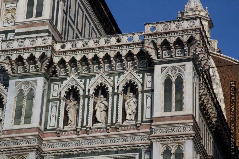 Statues de la façade principale de la cathédrale de Florence. Photo © André M. Winter