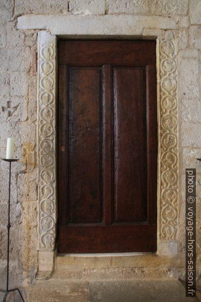 Une porte dans l'église abbatiale de Sant'Antimo. Photo © Alex Medwedeff