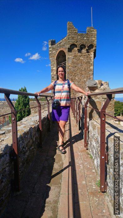 Alex sur la Fortezza della Rocca di Montalcino. Photo © André M. Winter