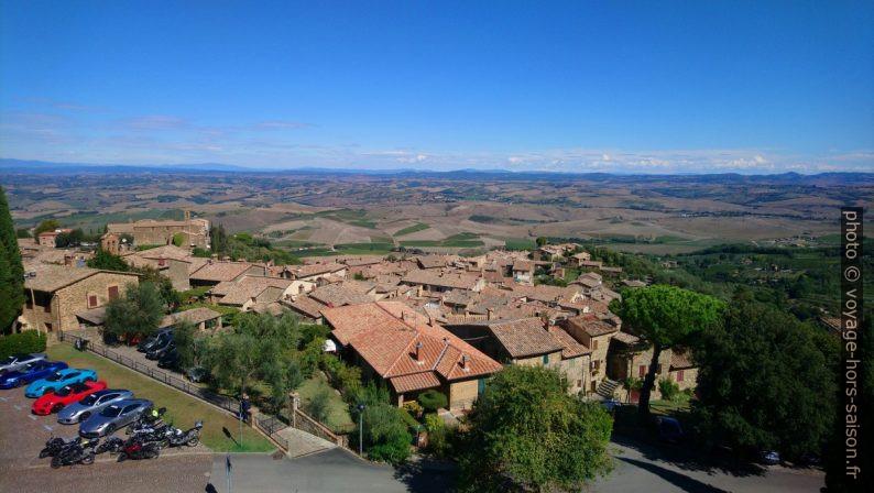 Partie basse du village de Montalcino. Photo © André M. Winter