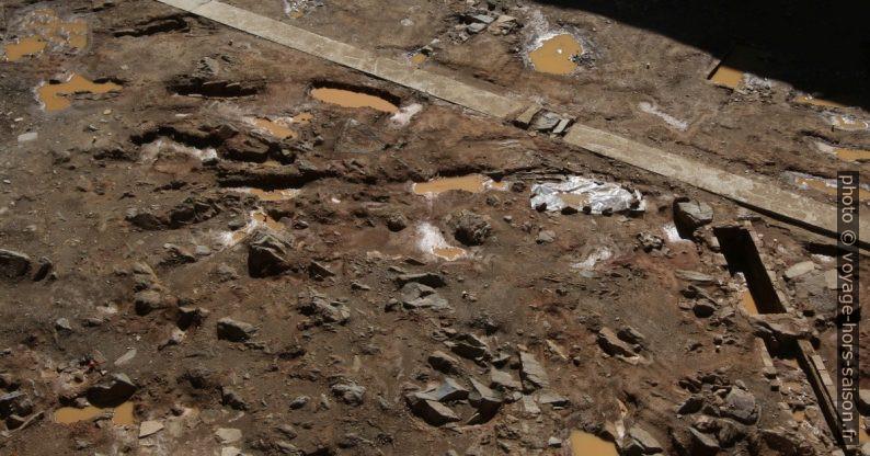 Fouilles et squelettes dans le fort de la Rocca di Montalcino. Photo © André M. Winter
