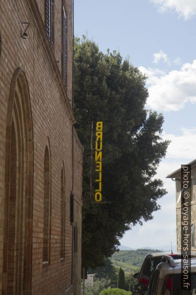 Enseigne Brunello à Montalcino. Photo © Alex Medwedeff