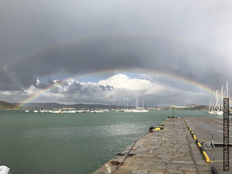 Double arc en ciel sur le port et le Golfo du Talamone. Photo © Alex Medwedeff