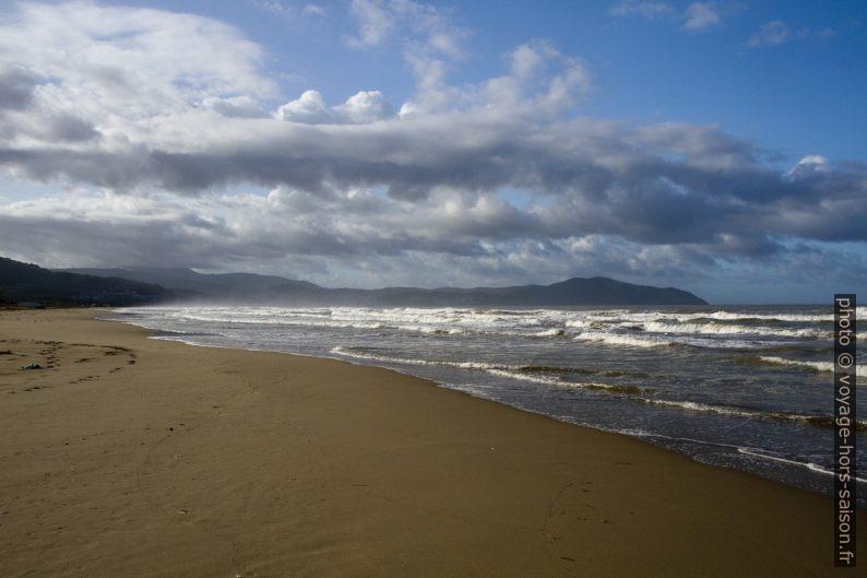 La plage du Golfo di Salerno et la côte d'Argopoli. Photo © Alex Medwedeff