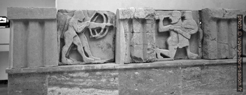 Métopes de Paestum. Photo © André M. Winter