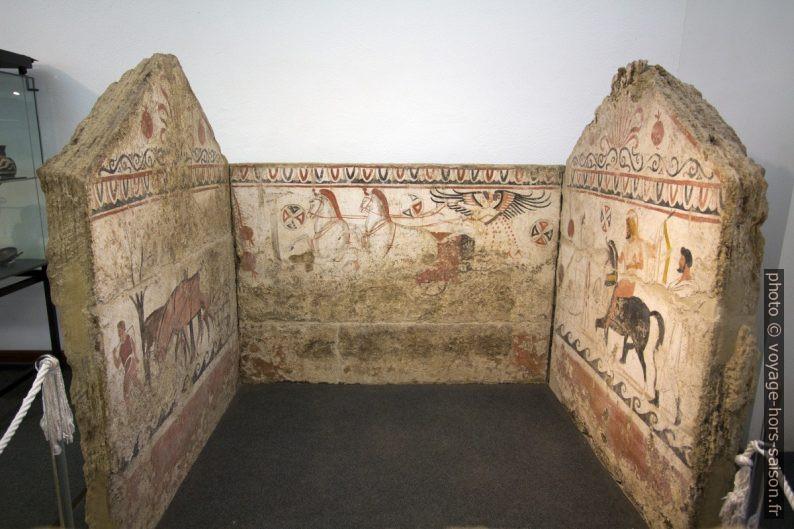 Tombe lucanienne 86 de la nécropole d'Andriuolo dans le musée de Paestum. Photo © André M. Winter
