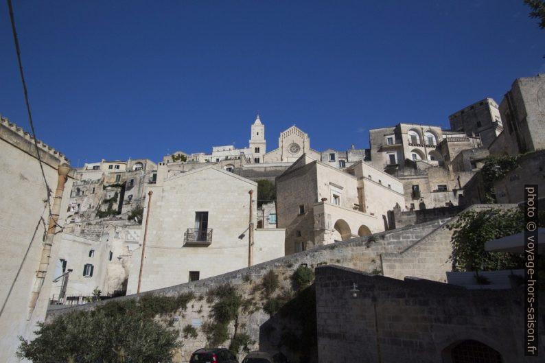 Vue du Sasso Barisano vers la Cathédrale de Matera. Photo © André M. Winter