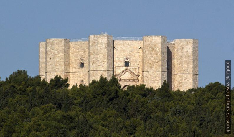 Le Castel del Monte vu depuis le sud-est. Photo © André M. Winter