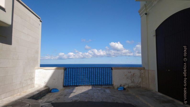 Cul-de-sac avec vue mer. Photo © André M. Winter