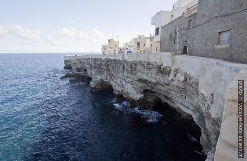 Lungomare a Polignano. Photo © André M. Winter
