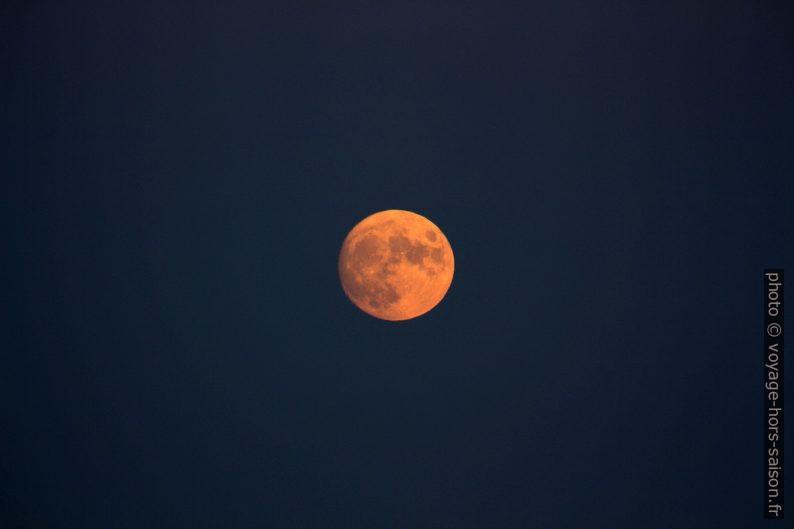 La lune se lève. Photo © André M. Winter