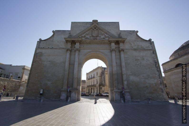 La Porta Napoli à Lecce. Photo © André M. Winter