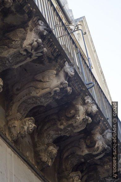 Consoles baroques d'un balcon à Lecce. Photo © Alex Medwedeff