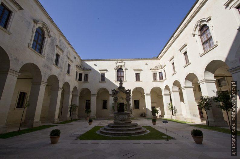 Cloître du Museo di Arte Sacra. Photo © André M. Winter