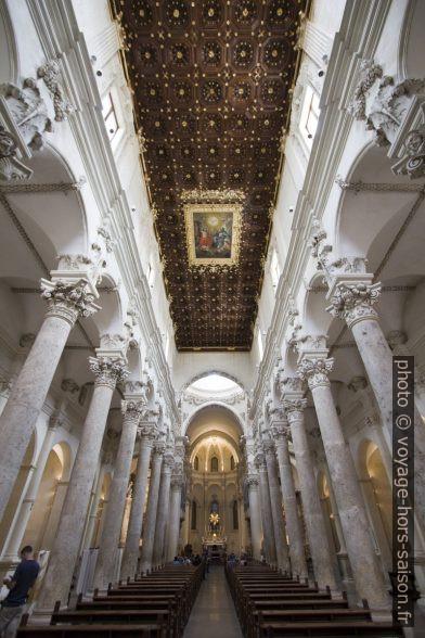 Nef de la Basilica di Santa Croce de Lecce. Photo © André M. Winter