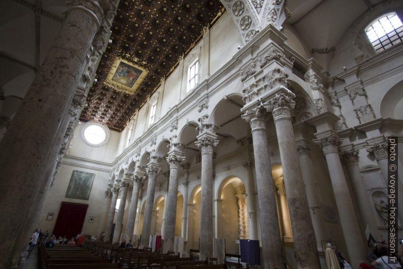 Colonnes d'un collatéral de la Basilica di Santa Croce de Lecce. Photo © André M. Winter