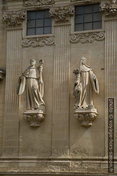 Figures sur la façade de la Chiesa dei Santi Niccolò e Cataldo. Photo © Alex Medwedeff