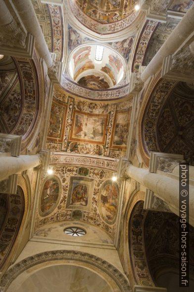 Fresques des voûtes de la nef de la Chiesa dei Santi Niccolò e Cataldo. Photo © André M. Winter