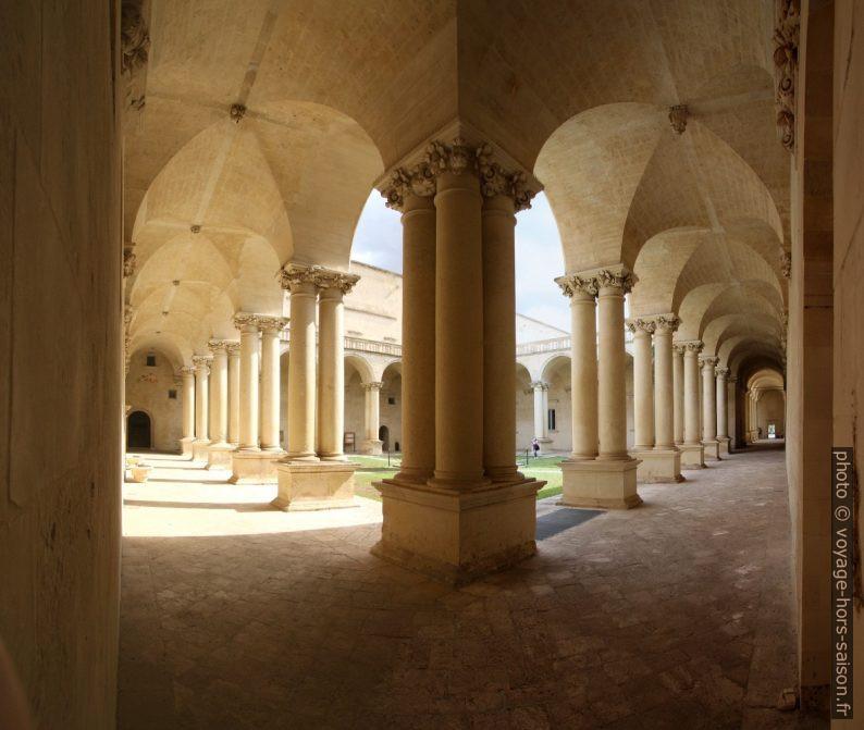 Un angle du couloir du cloître de la Chiesa dei Santi Niccolò e Cataldo. Photo © André M. Winter