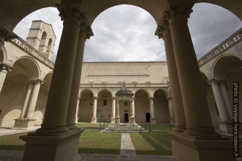 Le cloître de la Chiesa dei Santi Niccolò e Cataldo. Photo © André M. Winter