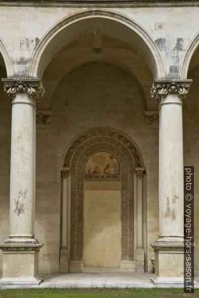 Une porte murée du cloître de la Chiesa dei Santi Niccolò e Cataldo. Photo © Alex Medwedeff