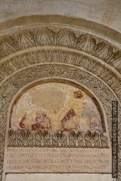 Détail d'un porte murée du cloître de la Chiesa dei Santi Niccolò e Cataldo. Photo © Alex Medwedeff