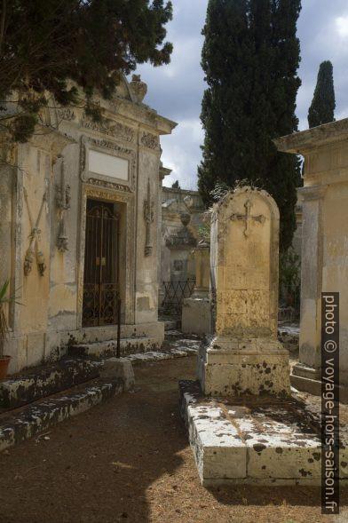 Tombes de l'ancien cimetière de Lecce. Photo © Alex Medwedeff