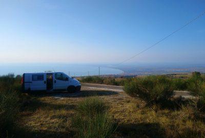 Notre Trafic le matin au-dessus du Golfe de Manfredonia. Photo © André M. Winter