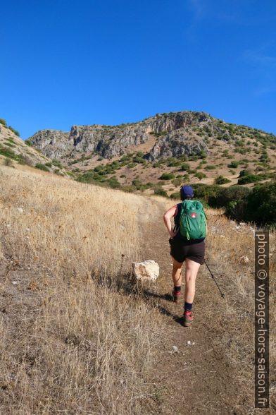 Alex avance vers le Valle dell'Inferno di Gargano. Photo © André M. Winter