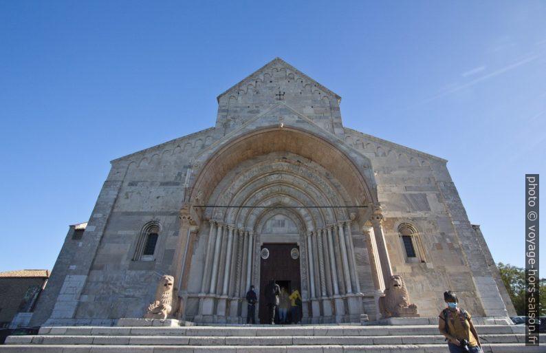 Façade principale de la cathédrale Saint-Cyriaque d'Ancône. Photo © André M. Winter