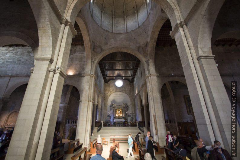 Un bras du transept de la cathédrale Saint-Cyriaque d'Ancône. Photo © André M. Winter