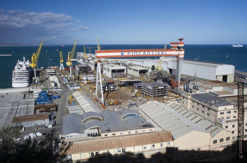 Chantier naval Fincantieri à Ancône. Photo © Alex Medwedeff