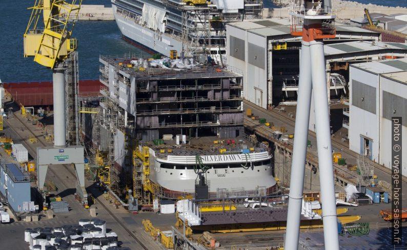 Le navire de croisière Silver Dawn en construction à Ancône. Photo © André M. Winter