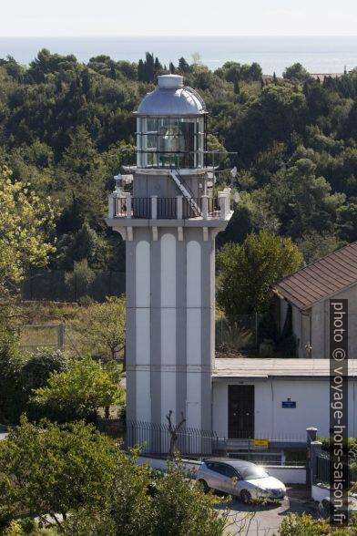 L'actuel phare vu de l'ancien phare d'Ancône. Photo © André M. Winter